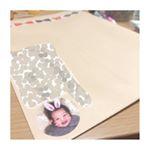 𓂃𓃟✧⋆.旦那さんの職場の広報誌に娘の写真が掲載されたので義両親にもお届け𓂃𓅮꘎.封筒には先月作らせていただいた娘のシールを♡喜んでもらえますように!.#みん…のInstagram画像