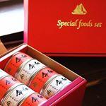 令和ツナ缶✨🐟赤は唐辛子入り白はにんにくもらって嬉しいけど贈り物にもいいな✨どうやってアレンジして食べようかな❤️ #monmarche #ツナ缶 #令和 #モンマルシェ #mon…のInstagram画像