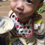 #おやつヨーグルト #カスバニ #子供のいる暮らし #monipla #azuminofood_fanヨーグルトは、無糖をあげてるのだけど、カスタードバニラヨーグルトをあげてみたら美味しいみた…のInstagram画像