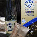 最近ちょろっと家飲みが増えた私です(о´∀`о)スパークリング日本酒の期間限定のこの子がお気に入り(о´∀`о)金箔入ってるのもいいなて思いまふ❣お酒飲むの好きなくせに弱いとい…のInstagram画像