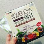 #KOMBUCHA #青汁 を飲みました。.こちらは、流行の #コンブチャ がはいっている青汁です。.コンブチャとは、 #紅茶 に菌・酵母を加えて作られた発酵飲料で#ポリフェノール…のInstagram画像