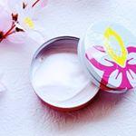 .桜🌸の可愛いデザインの「SAKURA CREAM」はこれ一つで全身保湿してくれるクリームです♪.✔︎髪に…パサつき防止、つやだし、トリートメント、毛先のケア✔︎顔に…スキンケ…のInstagram画像