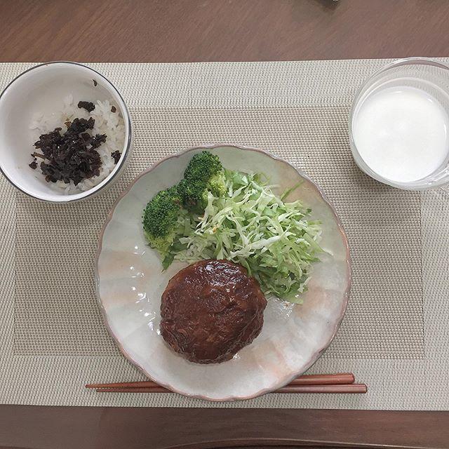 口コミ投稿:今日の朝ごはんは豆腐ハンバーグ!朝からお肉で1日元気チャージ!!!!!まかない昆…