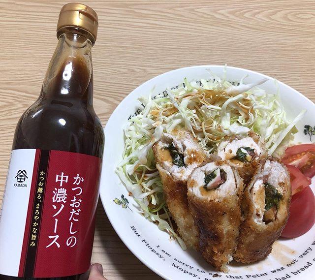 口コミ投稿:鎌田醤油のかつおだしの中濃ソースをたっぷりかけて、ササミの梅しそチーズフライを…
