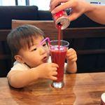 息子も大好きで喜んで飲んでくれるトマトジュース🍅*トマトジュースがおいしくて、トマトと気づいてないのか、息子は「アッポージューシュ」といって、求めてきます🍎*野菜をなかなか食べられない…のInstagram画像