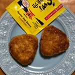 牡蠣醬油を使って焼きおにぎりを作りました😊胡麻油と牡蠣醬油だけで、とっても美味しい焼きおにぎりができました✨子供たちもパクパク食べました🤤また作ってあげよー‼️#アサムラサキ #かき醤…のInstagram画像