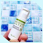 4種類の美肌ビタミンを配合、オイルフリー、保湿をしながらニキビや紫外線ダメージ、シミ、シワなどのお肌の悩みにアプローチする美容液「モイスチャーマトリックスES」をミニサイズ(10mL)で試してみました…のInstagram画像