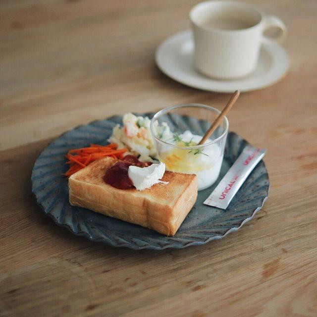 口コミ投稿:今朝はクリームチーズと自家製ジャムをのせた厚切りトースト。最近ヨーグルトには カ…