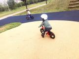 ペダルくるくるが難しい?娘、自転車の練習中!の画像(3枚目)