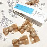 マッサージ バッグ (マッサージ料)6個入りを紹介します。箱の中から、大粒のキャンディーのようなルックスのマッサージバックがころころっと。包装を外すと小さいてるてる坊主のようなマッサージパック…のInstagram画像