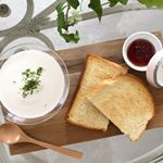 .おうちモーニング♪.パンのおともは北海道産じゃがいもの冷たいスープ。.なめらかな舌ざわりとじゃがいもの甘さが際立つスープはレストランで食べるような本格派。.冷蔵庫で冷やす…のInstagram画像