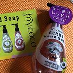 日本初のスクラブハンドソープ🇯🇵👋🏻スクラブ程よい大きさで痛くないから洗いやすい♪♪香りもほんのり甘くていい香り🌺汚れがよく落ちるのにしっかりと乾燥から守ってくれて保湿効果も🙆…のInstagram画像