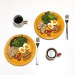 今日の朝ごはんは#大山ハム #あらびきポークウインナー を食べました😊(ダイセンハムと読むんですよ👍).好みの味でビックリ‼️スモーク若干きつめ、ジューシーでパリッと感があって美味しい…のInstagram画像