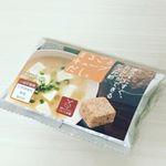 便利で美味しい、まるごとキューブだしをお試しさせていただきました。.名前の通り、かつお節まるごと入ったお料理が作れます。濾さないので、栄養価もアップ!..シンプルなパッケージの…のInstagram画像