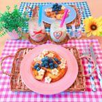 ..とある日の、おやつ🍴.🌼ブルーベリーバナナフレンチトースト🍌🌼タピオカ抹茶ラテ&キャラメルラテ..一晩🌃浸しておいたバケットで🥖フレンチトーストを焼いたよ🥰トッピン…のInstagram画像