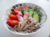 うめこんぶ茶風味の冷しゃぶサラダとたまごのスープの画像(1枚目)