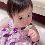 .歯磨き始めました❤︎..ひたすらガジガジしてるだけやけど🤣✨..昨日上の歯二本もうっすら生えてきてるのを発見!!!小さい歯、可愛すぎるんですけど❤️🥺ww.…のInstagram画像