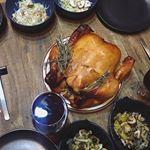 高級牛肉の近江牛専門店「千成亭」のローストチキンでおうちごはんが華やかになりました🌟宮崎県産若鶏をじっくり秘伝のタレに3日間つけこんだものを低温でじっくり焼いた丸焼きチキン🍗事前に調理…のInstagram画像