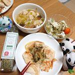 今日の夕飯は、鶏むねのソテーでした🎵一日お腹痛くて量は少なめです~😣ITはなびらたけ ふりかけをかけてみました、イタリアン味✨バジルやチーズ風味がして一気にイタリアン風に・・ コンソメ…のInstagram画像