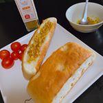ITはなびらたけふりかけ インドカレー味を頂きましたのでレシピ🍛✨ 1,オリーブオイルにハナビラタケふりかけを入れてパンに塗ればカレーパン🥖🍞🥐🥞 2,バターでチキンを焼いて振りかければ、カレーチキン…のInstagram画像