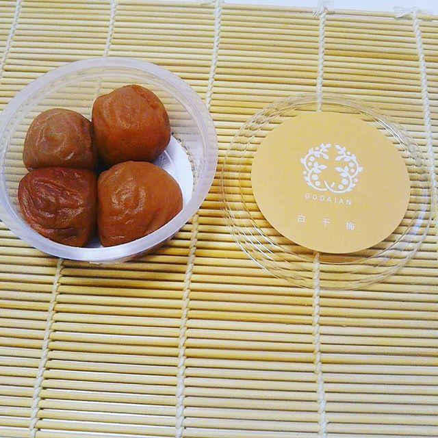 口コミ投稿:@godaian 様の白干梅のご紹介です🍀塩と梅で、作られる白干し梅はしょっぱいけれど、…