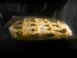 「コスタドーロのオリーブオイルで薄焼きフォカッチャ」の画像(8枚目)
