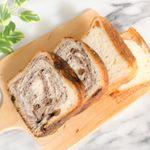 八天堂 とろける食パン..*生地にマーガリンや発酵バターを幾重にも折り込み、手間ひまをかけて作り上げた贅沢な一品..*パン生地の優しい甘さは朝食にもぴったり..*そのまま食…のInstagram画像