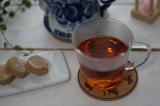 グジェリ陶器で淹れたお茶とポルボロンでティータイムの画像(3枚目)