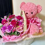 可愛い😍お花🌸とテディベアをプレゼント頂きました。.大切にします!.-------------------#花#プレゼント#present#テディベア #teddybear#b…のInstagram画像