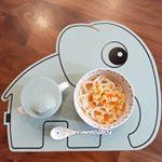 とんでもなくかわいい食器セットが🐘💕*しかも、かわいすぎるマットまで❤️*2人目が生まれたら、離乳食用にしてたくさん使いたいです☺️*でも、我慢できなくてまずはりゅうたのお昼ご…のInstagram画像