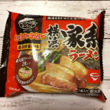 なべやき屋キンレイ「お水がいらない横浜家系ラーメン濃厚豚骨醤油味」を食べてみたの画像(2枚目)