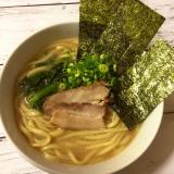 なべやき屋キンレイ「お水がいらない横浜家系ラーメン濃厚豚骨醤油味」を食べてみたの画像(1枚目)