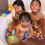 最近の子供達ブーム入浴剤を毎日入れること✨運動会の練習もして疲れて帰ってくるから…お風呂でリラックス♫夏祭りで集めたスーパーボールだらけにして入るのが日課!スーパー…のInstagram画像