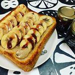 #今日の朝ごはん *今日はエストニアのフレーバーはちみつをかけたバナナトーストにしました(*´꒳`*)♡*バナナの甘さとワイルドベリーの酸味が合ってとっても美味しかったです♪*…のInstagram画像