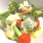野菜に #エメンタールチーズ  を乗せて、電子レンジで1分。オリーブオイルをかけました。簡単すぎですがおいしいです。#GOYA #オリーブオイルのある暮らし #エキストラバージンオリーブオイル #…のInstagram画像