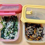 .#liberalista ❣️作り置きに便利な#保存容器 🙆♀️💕ひじきの煮物と小松菜とえのきのさっと煮🥬.⭕️汁漏れしない⭕️エアー弁付きシールタイプ⭕️重ねて収納…のInstagram画像