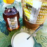 〜まいあさスルリ〜きなこ風味の粉末‼︎‼︎麹菌から作られた酵素が腸の調子を整えてくれます♪♪ ヨーグルトに混ぜて毎朝食べていましたが、少し甘い味が恋しくなり、ハチミツを足しながら食べてました𓇼…のInstagram画像