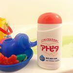 ..アトピタ 薬用保湿入浴剤🛁.入浴するだけで、しっしんや荒れ性・あせも等の肌トラブルを防いでくれます💕.✔️無香料・天然色素使用・防腐剤無添加です。✔️アレルギーテス…のInstagram画像
