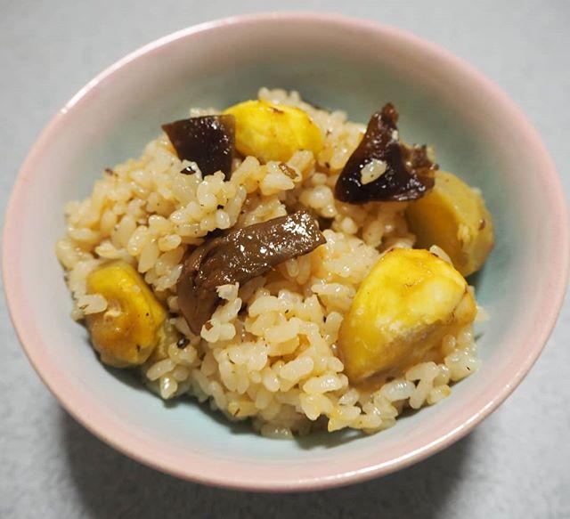口コミ投稿:つぶら松茸舞昆と栗を使って炊き込みご飯😊味つけはつぶら松茸舞昆だけとってもいい味…