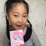 娘は今月、誕生日です。ママから娘にメッセージブックを贈りました📕 贈りたい相手のお名前が、本文の中に入るのでまるで語りかけるかのようなメッセージブックが作れちゃうよ😉読んであげると喜んでそしてハグして…のInstagram画像