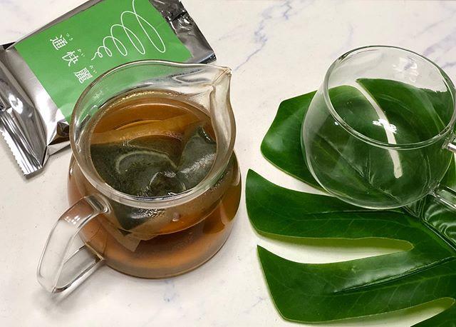 口コミ投稿:通快麗茶はノンカフェイン。最近肌荒れが凄いので体の中きら綺麗にしたいからお茶も…