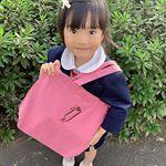 ◡̎⃝こんばんは⑅︎◡̈︎*ディアカーズさんにイニシャル刺繍入りのレッスンバッグを作っていただきました܀٭マチもたっぷりで習い事に丁度良いサイズです。.最近図書館通いをしている娘。…のInstagram画像