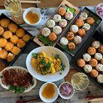 本日の #OnigiriAction は、お料理会で #おにぎりアクション !合計50個のおにぎりをみんなで作りました。食べラーチーズおにぎり桜えびと枝豆のおにぎり焦がしチーズのカルボナー…のInstagram画像