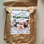 ドッグフード「ナチュロル」 850gうちの愛犬、さくらちゃんは、結構、味にこだわりがあるみたいで、新しいドックフードをあたえる時は、なかなか大変です^^;ナチュロルも、いつものと形が違うか…のInstagram画像