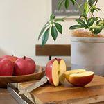 青森県から減農薬で化学肥料を使わない健康なりんごが届きました🍎田村りんご農園自慢の青森健康りんご!特別栽培で皮ごと安心して食べられるりんごだそうで、娘と皮ごといただきました^ - ^真っ赤…のInstagram画像