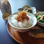 お米を切らしていたんだけどやっと届いた熊本産ミルキーウェイ。ご飯のおともはテーブルランド様のなめたけです💞.そしてみらいフェスタで買った銀だらの味噌漬😻なめたけのシャキシャキした食…のInstagram画像