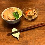・#時間がない 日が続きますが#きちんと#和食#食べたい・#大山ハム さんの#焼豚 を使って#焼豚丼#長ネギ との相性抜群#味噌 味だったので#チーズ を焼いて#トッピ…のInstagram画像