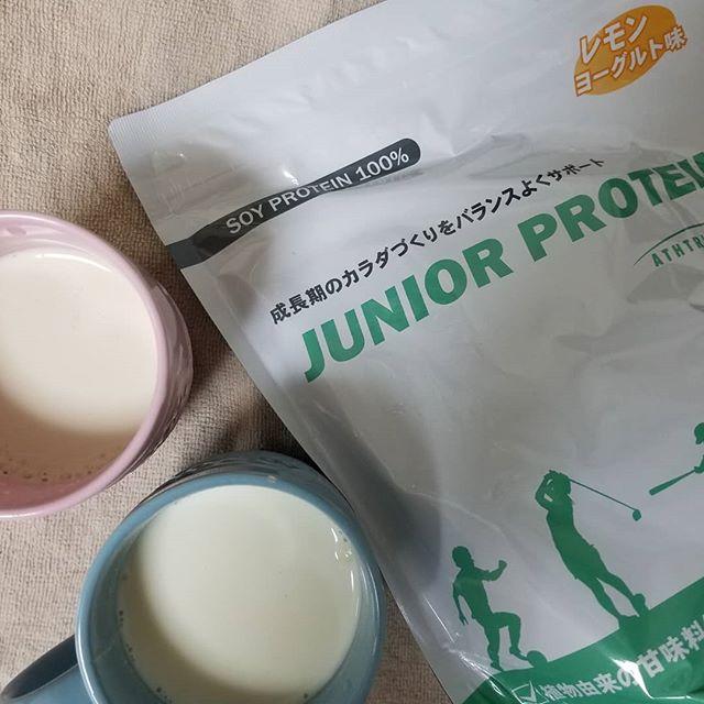 口コミ投稿:𓊆 ジュニアプロテイン  レモンヨーグルト味  𓊇.実は私も一緒に飲んでいます😙牛乳にと…
