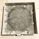 オーストラリア産 難燃性ウールフィルターを使用し始めて1ヶ月が経過しました⏳外に接してる部分は薄く黒ずんでいますが、内側は全く黒ずみが進行しておらず、部屋の中への粉塵の侵入はブロックしてくれている…のInstagram画像