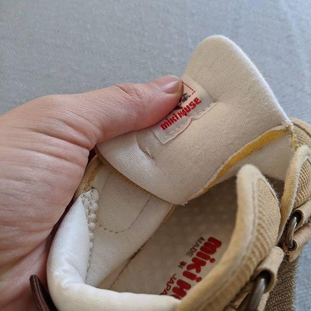 口コミ投稿:おさがりのお靴です。明日から保育園に履いていくのにお名前を…書き直さないと(;・∀…